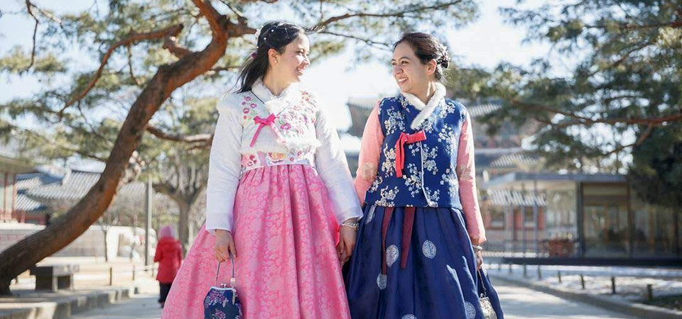 Our students in Korean Hanbok, in Kyoungbok Palace, Seoul!